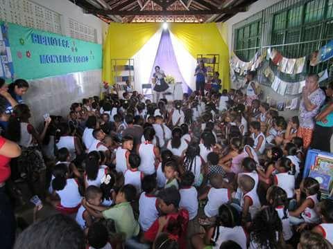 Biblioteca Monteiro Lobato completa um mês reaberta e vai realizar oficina de pintura