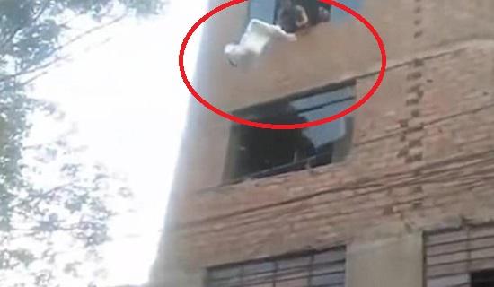 Bebê é arremessado do quarto andar de prédio em chamas; criança não se feriu