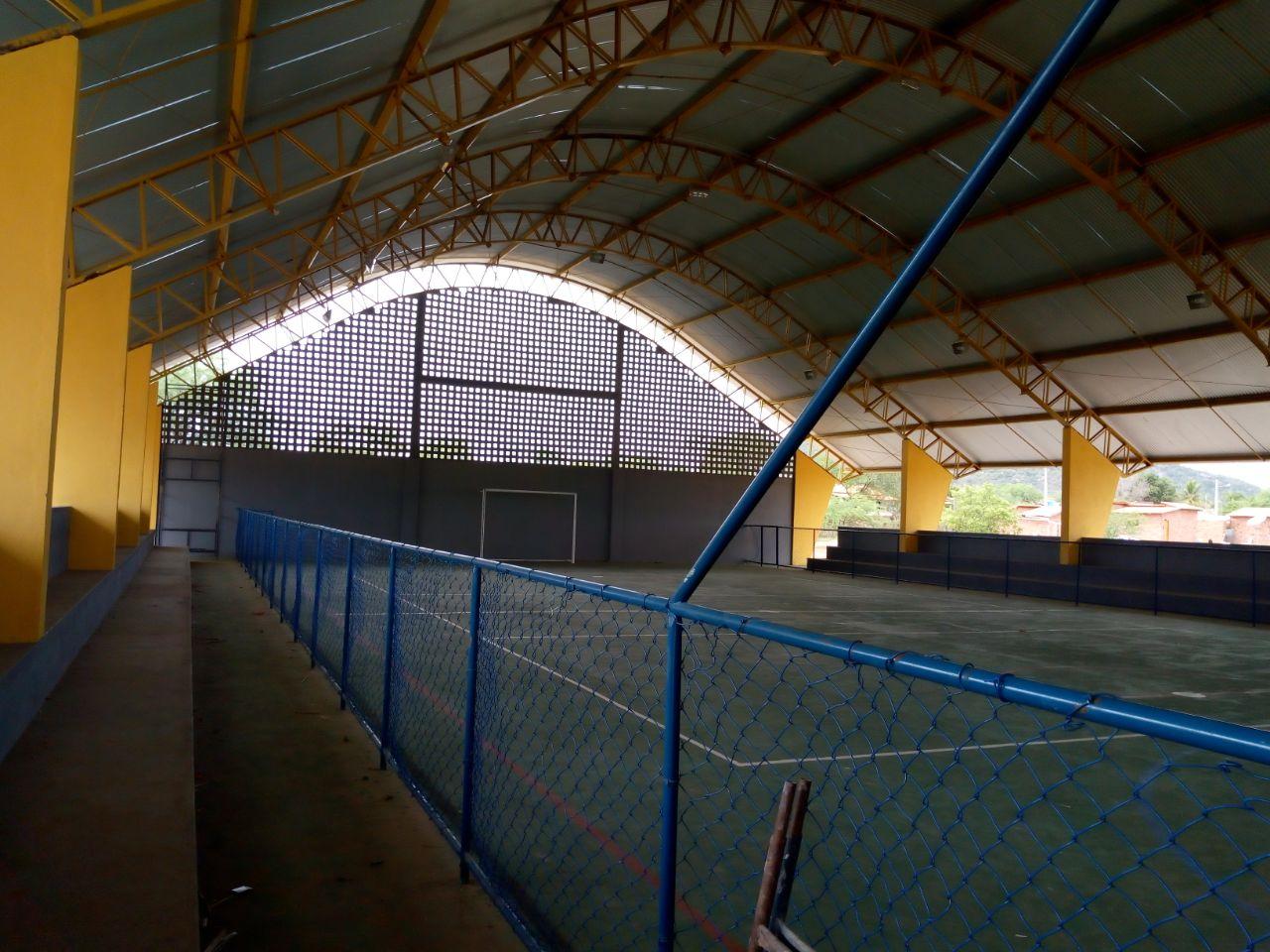 Prefeitura de Boa Vista do Tupim inaugura quadra e entrega veículos e escola reformada no Assentamento Beira Rio
