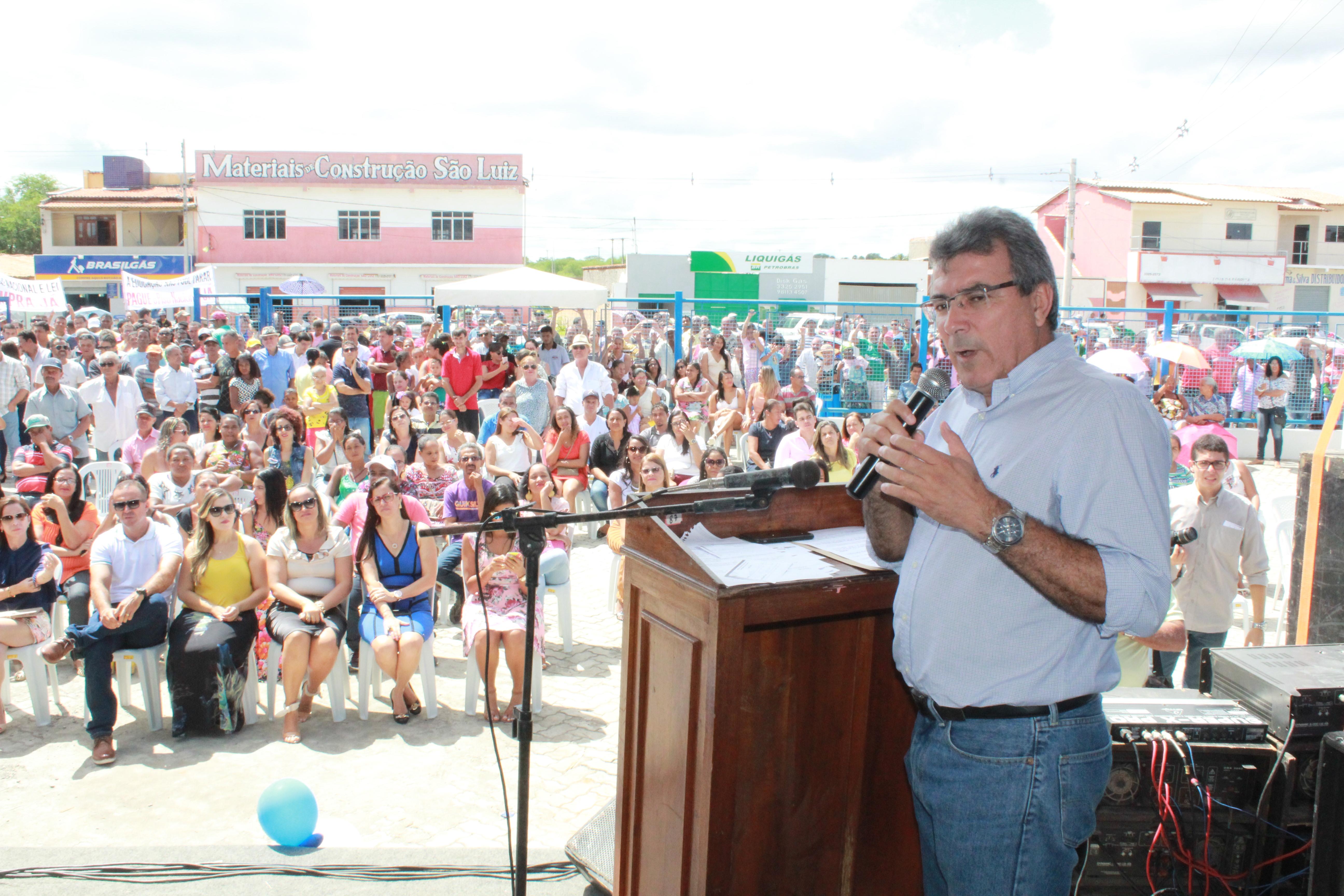 Prefeito Adelson Sousa, ex-prefeito Zé Ronaldo, deputado Artur Maia e presidente da Câmara de Salvador - Léo Prates participaram da inauguração da agência do INSS em Iaçu