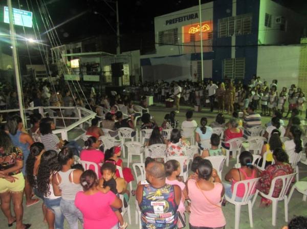 Natal Solidário reúne centenas de pessoas na praça Ruy Barbosa em Boa Vista do Tupim