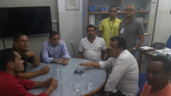Prefeito e vereadores cobram providências da EMBASA para problemas no abastecimento de água em Boa Vista do Tupim