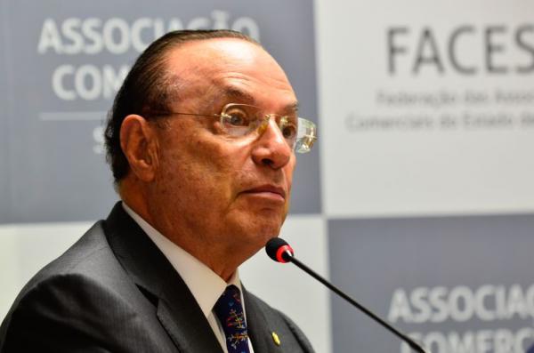 Internado em São Paulo com pneumonia, Maluf não tem previsão de alta.