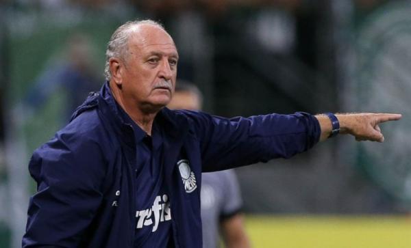 Felipão cogitou tirar Palmeiras de campo após gol anulado pelo VAR.