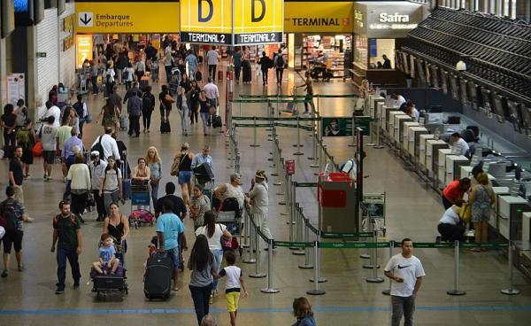 Ministro do Turismo quer reduzir o preço das passagens aéreas.