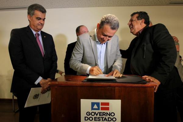 Prefeito de Boa Vista do Tupim assina convênio com Governo do Estado para pavimentação de avenida