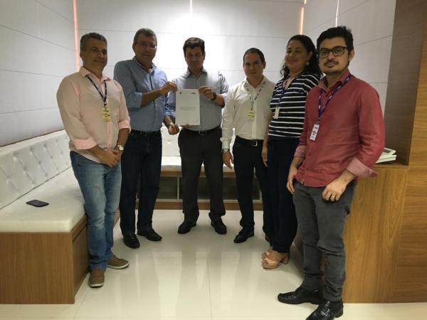 Prefeito de Iaçu assina contrato com a EMBASA e garante investimentos de R$ 63 milhões para o município