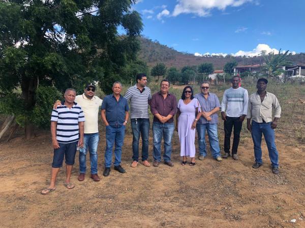 Prefeitura de Boa Vista do Tupim inicia obras de terraplanagem do local onde será construído o Mercado do Produtor