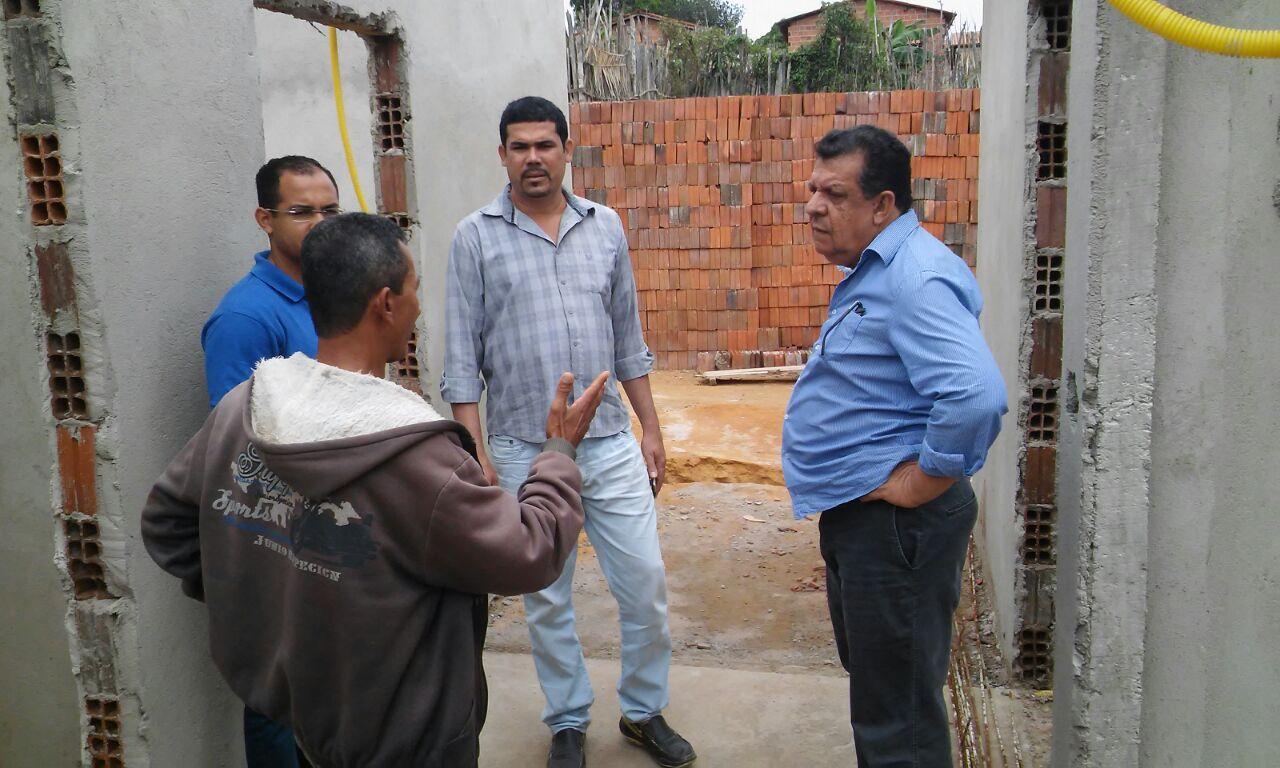 Presidente Sávinho visita povoados com Prefeito e pede agilidade na retomada de obras