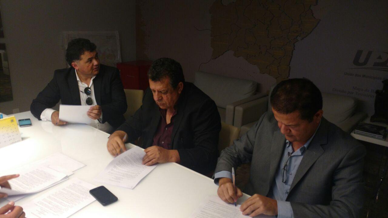 Assinatura de convênios fortalece agricultura familiar no município de Boa Vista do Tupim