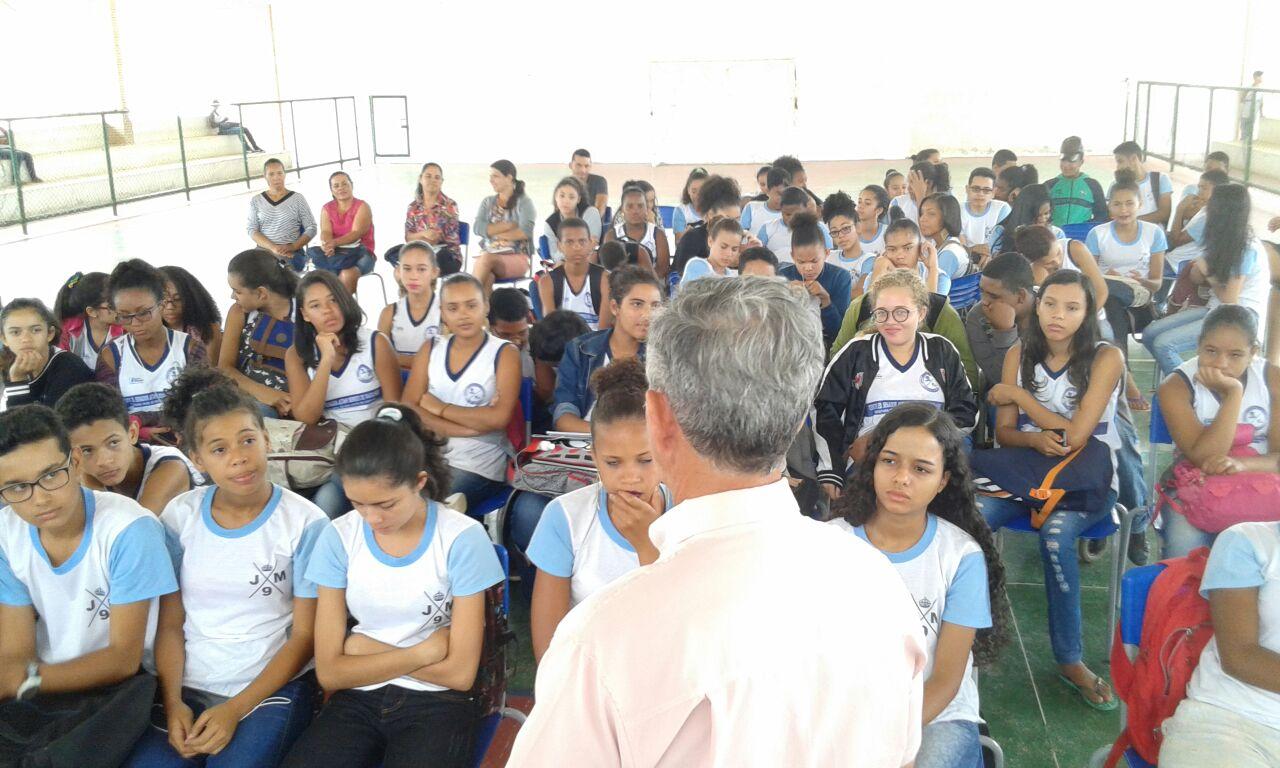 Cooperativismo e associativismo são temas debatidos em palestra no Centro Educacional Jutahy Magalhães