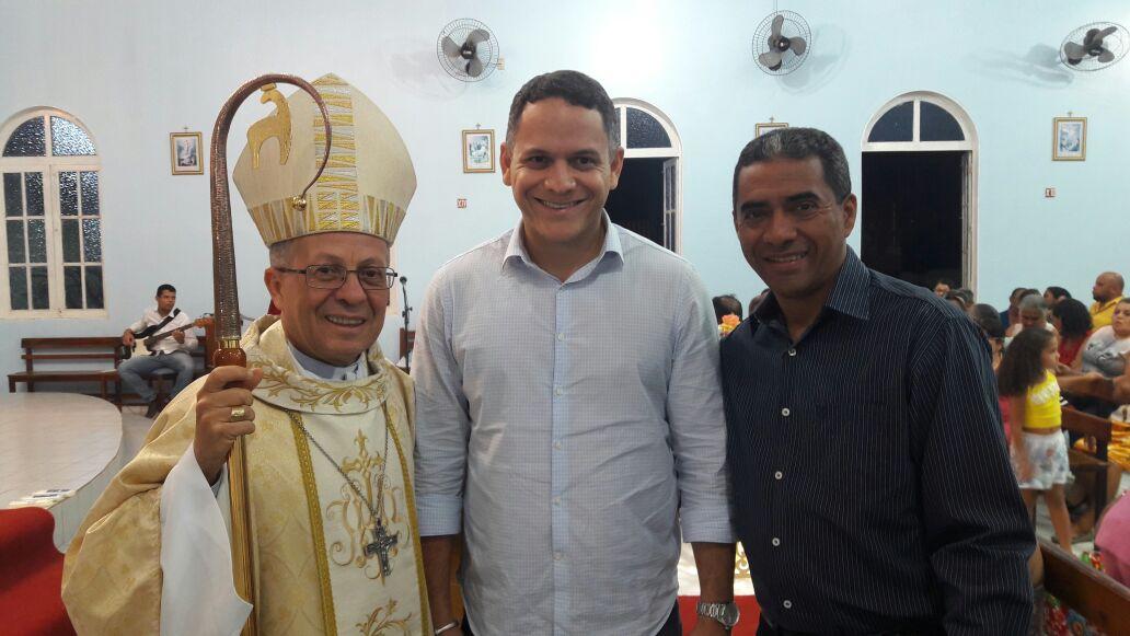 Deputado Pablo Barrozo visita obras em Riachão das Neves e prestigia festa da padroeira