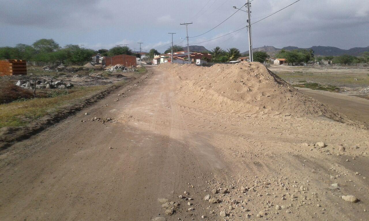 Adelson autoriza início de obras no aterro para pavimentação da ligação entre a Rua dos Milagres e o distrito de Lajedo Alto