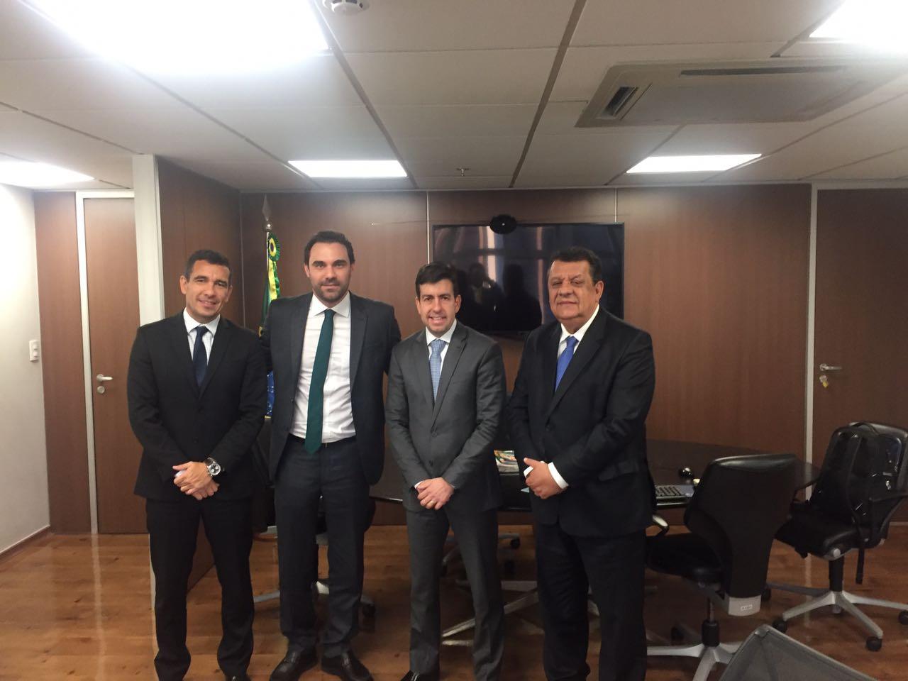 Investimentos na educação é tema de audiência entre prefeito Dinho e presidente do FNDE, em Brasília