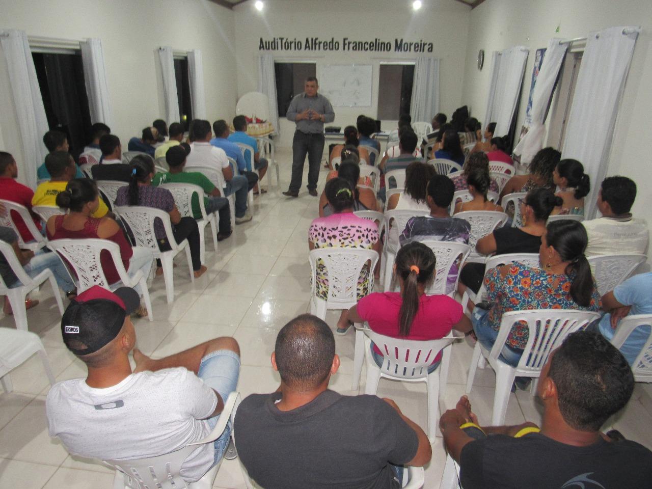 Prefeitura e Sebrae promovem palestra em Boa Vista do Tupim sobre atendimento ao cliente