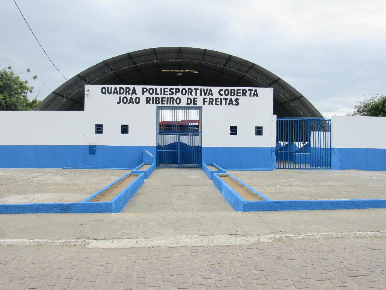 Prefeitura de Boa Vista do Tupim reforma quadra poliesportiva João Ribeiro de Freitas