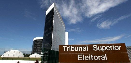 Juristas pedem ao TSE extinção do PT, PMDB, PSD e outros 6 partidos