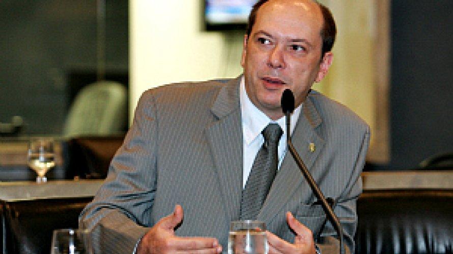Juiz determina a cassação de irmão de Ciro Gomes de prefeitura