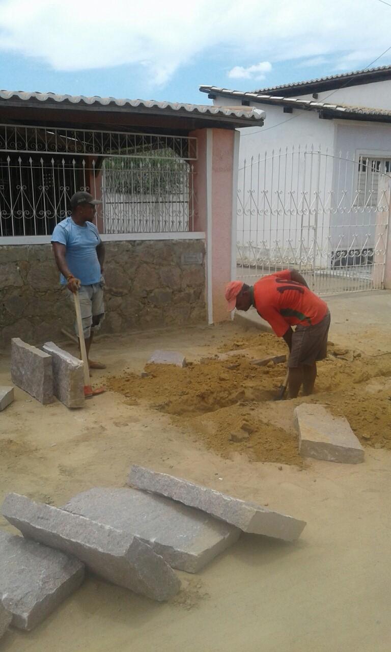Prefeitura inicia obras de calçamentos em ruas de Boa Vista do Tupim