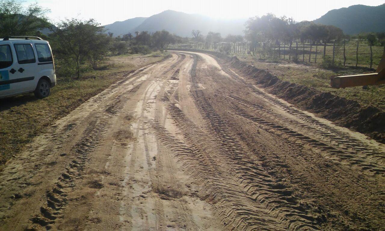 Prefeito inspeciona obras de recuperação das estradas vicinais na zona rural de Boa Vista do Tupim