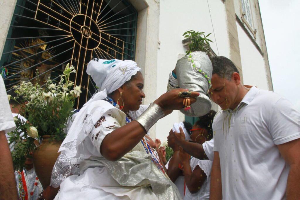 Pablo Barrozo ressalta cultura baiana ao completar percurso na Lavagem do Bonfim
