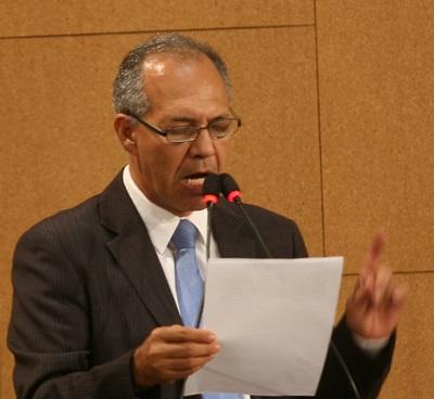 Governador discrimina municípios ao não pagar emendas dos deputados - diz deputado