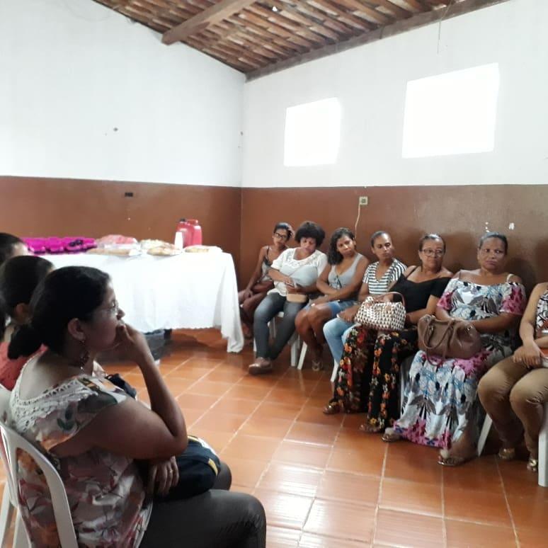 Biblioteca Monteiro Lobato realiza reunião com mulheres com o tema