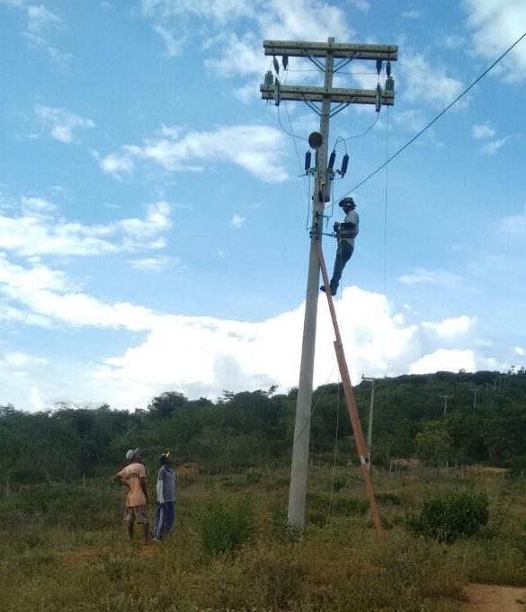 Prefeitura de Boa Vista do Tupim realiza trabalho de colocação de braços de luz na região de Mata do Óleo