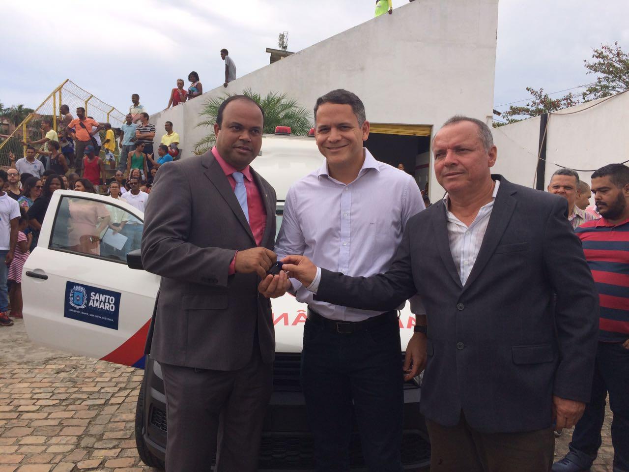 Deputado Pablo Barrozo entrega ambulância em Santo Amaro