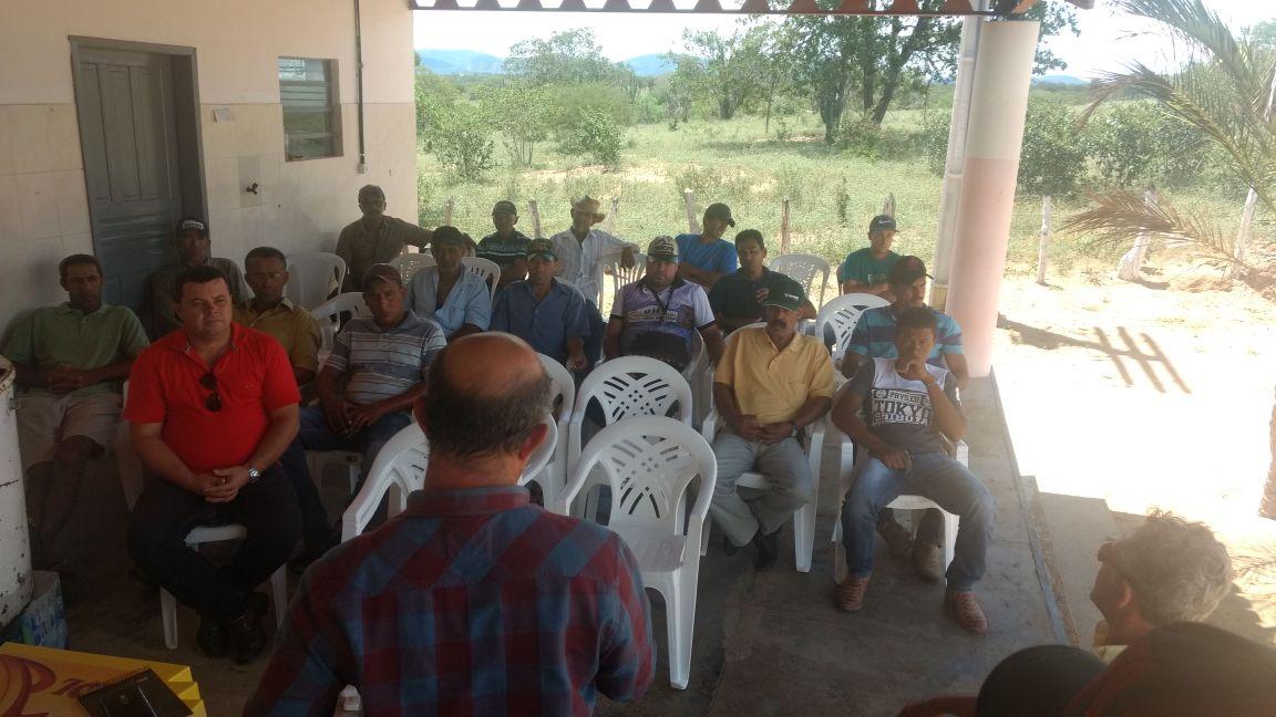 Secretário de Agricultura, Léo Satélite reúne produtores rurais para iniciar o curso Pro Senar Leite