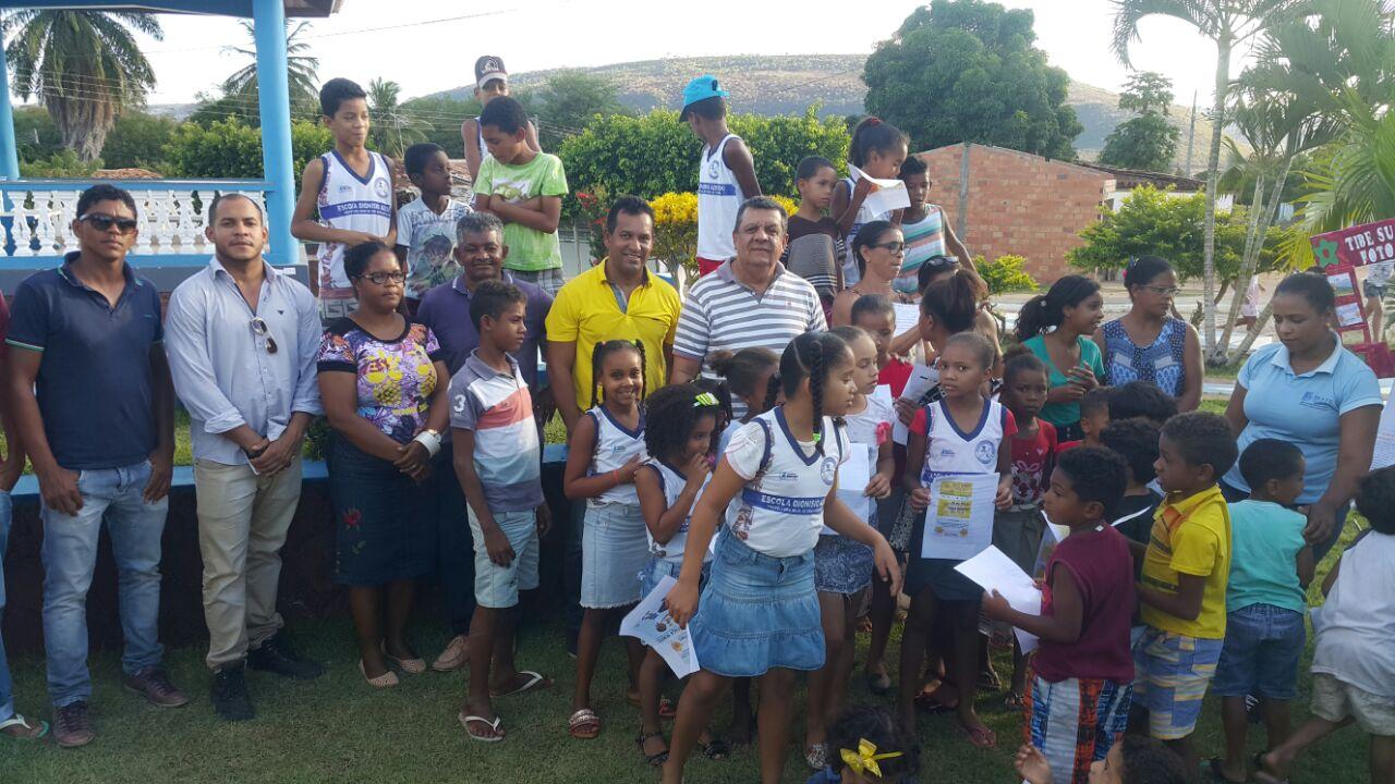 Prefeito e vereador prestigiam apresentação de alunos do povoado de Santa Luzia sobre o combate ao Abuso e Exploração Sexual contra Crianças e Adolescentes