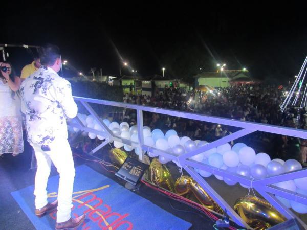 Show da virada atraiu grande público para a praça Ruy Barbosa em Boa Vista do Tupim