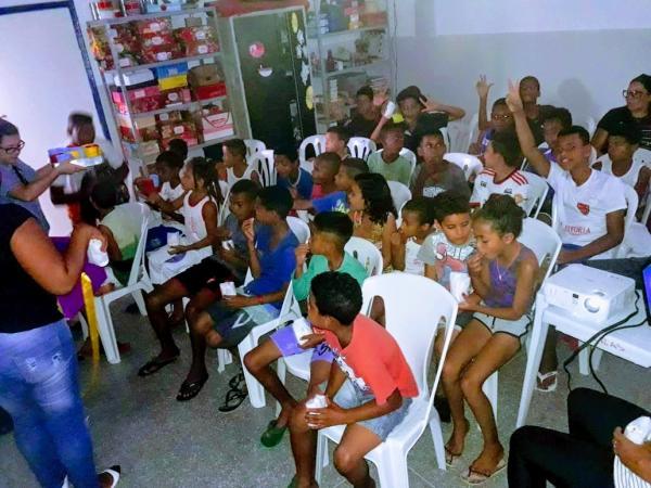 As crianças se divertiram com o Cine CRAS