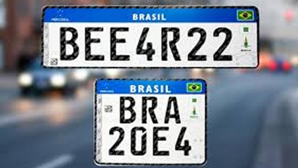 Jair Bolsonaro: Carro já emplacado não precisa trocar para placa do Mercosul.