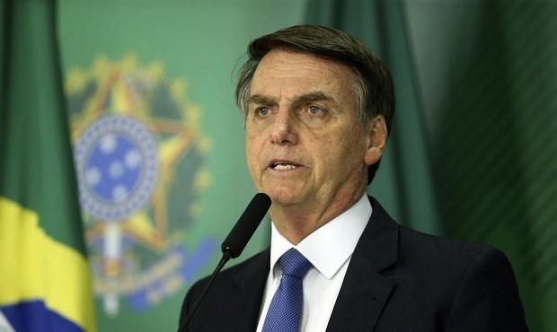 Jair Bolsonaro quer estender auxílio por mais três meses.
